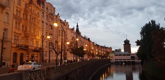 プラハのモルダウ川ぶらり散歩_f0401091_21424500.jpg