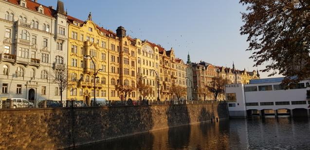 プラハのモルダウ川ぶらり散歩_f0401091_21541874.jpg