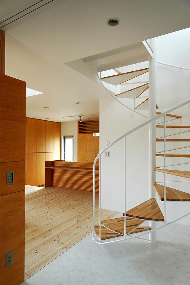 玄関ホールのラセン階段!_c0148401_15065306.jpg