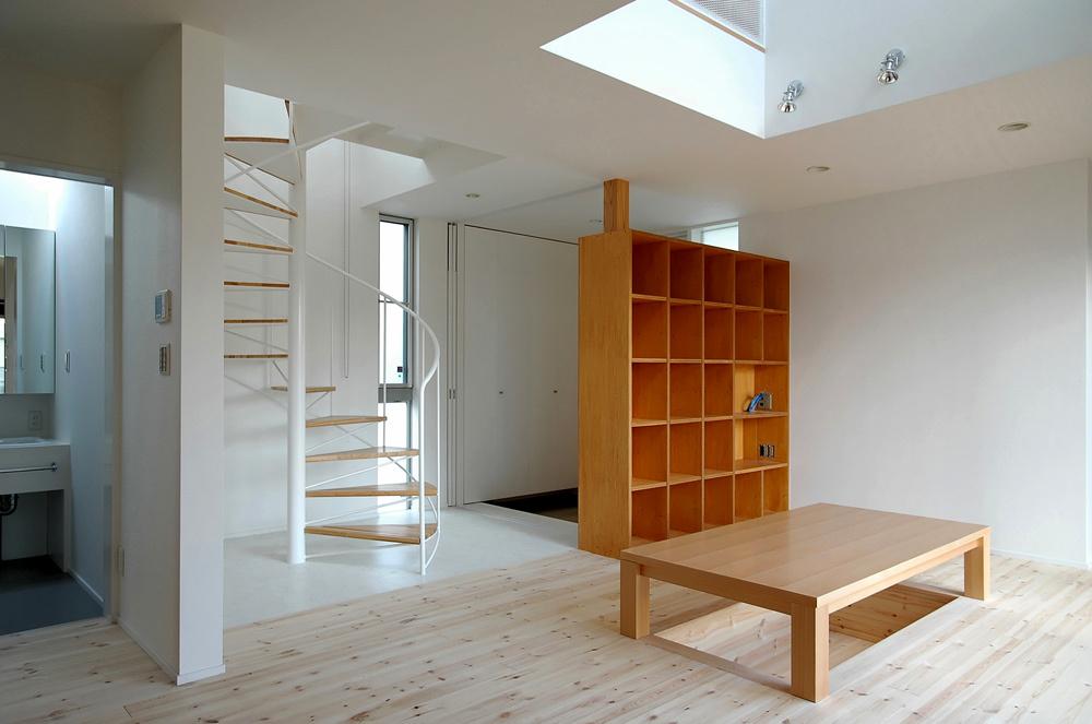 玄関ホールのラセン階段!_c0148401_15070154.jpg