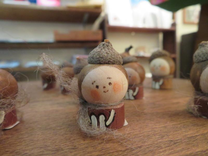表情が一つ一つ違って、みんな可愛い!ハニカミヤさんの人形、ニッコリ笑顔で和む_f0129557_18090094.jpeg