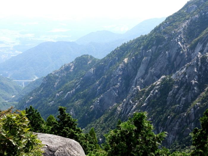 御在所岳周辺の奇岩No.1_e0149891_09392354.jpg