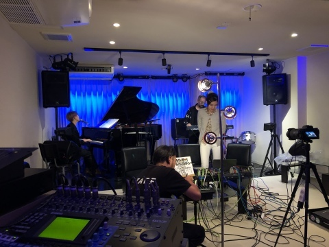 広島でジャズ Jazzlive Cominジャズライブカミン 本日土曜日は貸し切り営業です_b0115606_12201034.jpeg