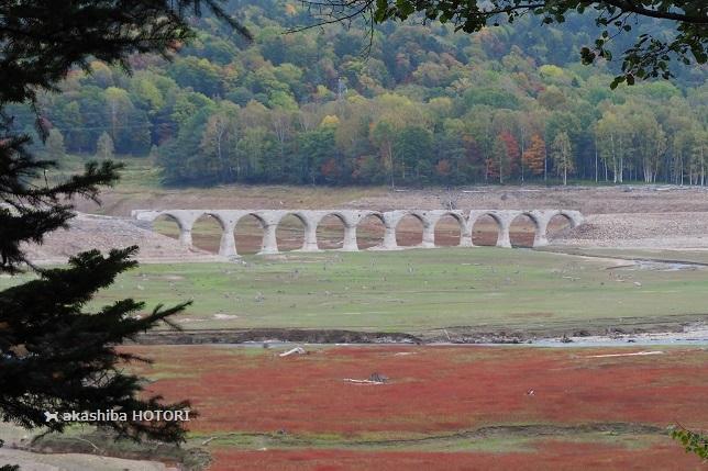 コンクリート橋と糠平湖_f0150377_15522199.jpg