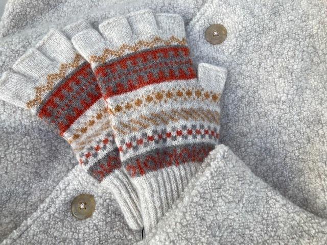 冬小物入荷してきました♪ スコットランドからはグローブが♪_d0108933_23385428.jpg