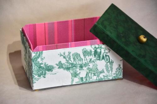 バンコクで見つけた可愛すぎる布で作ったインテリア小箱_e0414361_09584341.jpg