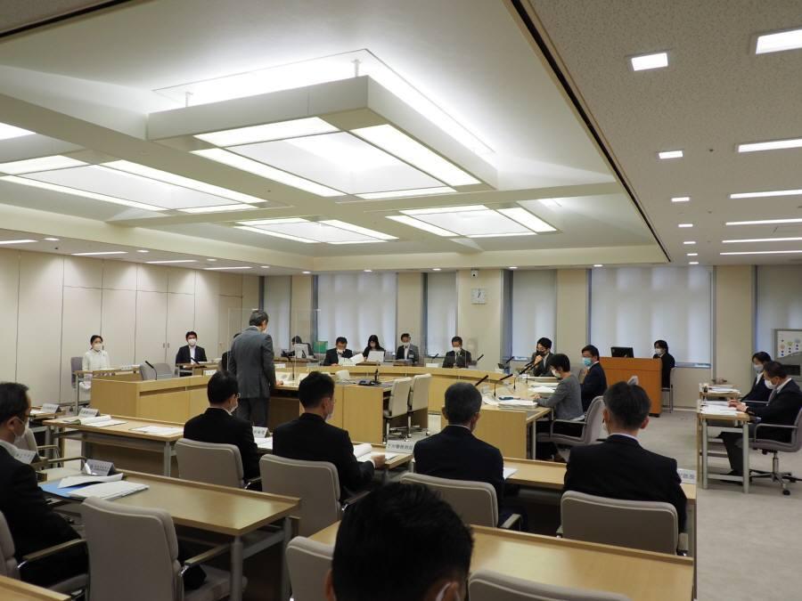 各会計決算特別委員会第1分科会2日目_f0059673_23295015.jpg