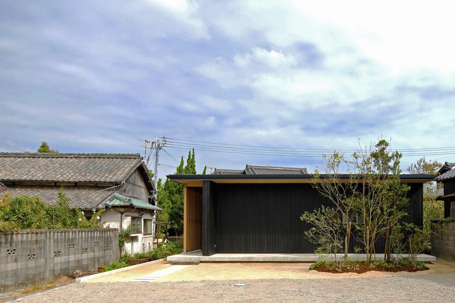 黒板壁の家_e0029115_20585686.jpg