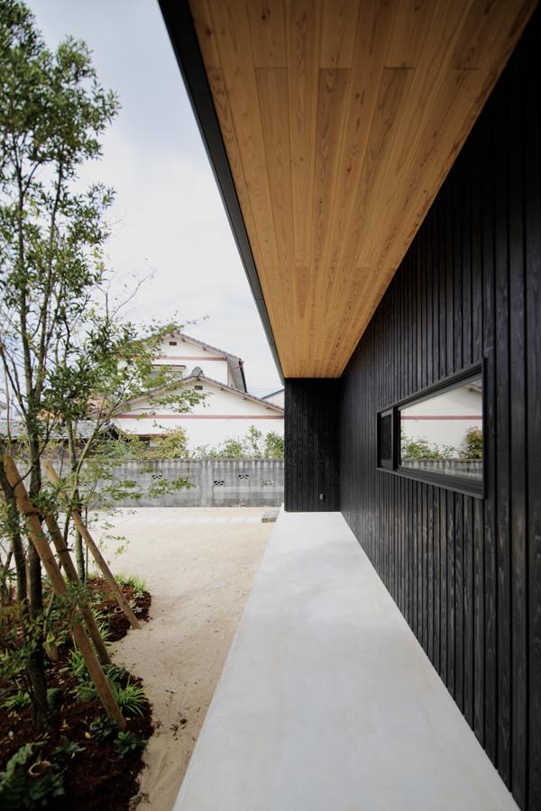 黒板壁の家_e0029115_20590841.jpg