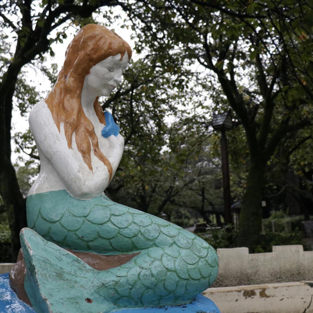 塗り重ねられた人魚の表情に憂いが_c0060143_23224381.jpg