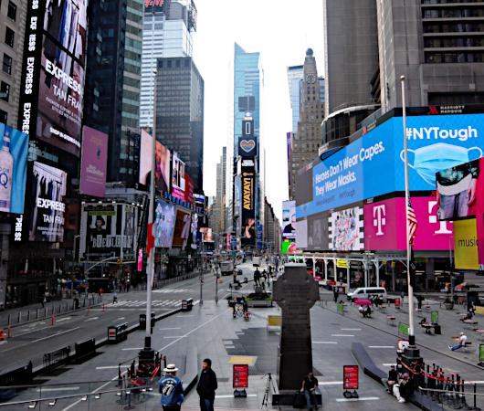 タイムズ・スクエアの巨大スクリーン看板に、カリスマDJのマシュメロ(Marshmello)さんご登場_b0007805_23010676.jpg