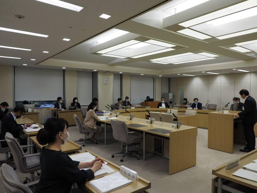 公営企業会計決算特別委員会_f0059673_18090810.jpg