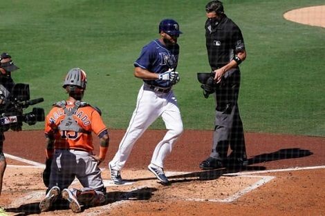 MLBプレイオフ、王座戦最終決着_d0183174_09284218.jpg