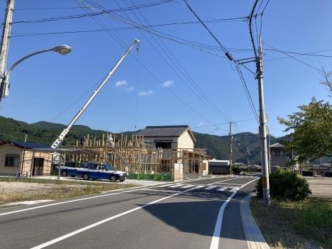 久しぶりにみる新築工事_c0153477_16590655.jpg