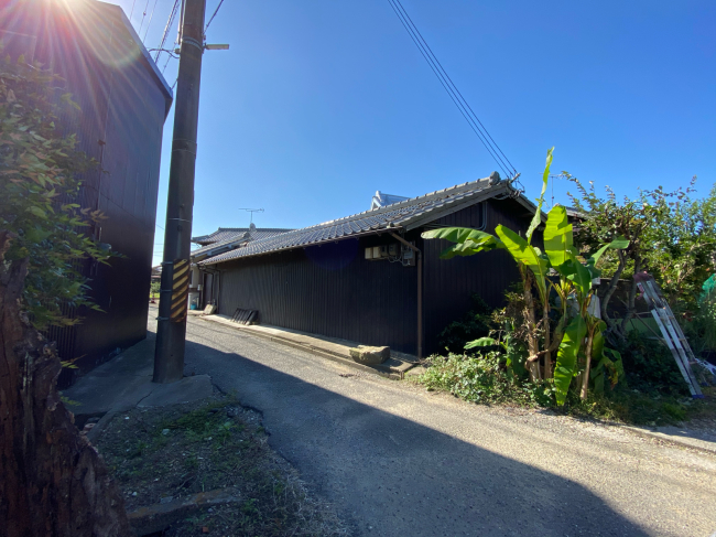 明治44年築の茅葺き屋根の贅沢な平屋です。_f0115152_15002868.jpg