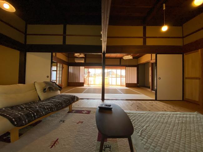 明治44年築の茅葺き屋根の贅沢な平屋です。_f0115152_15033420.jpg