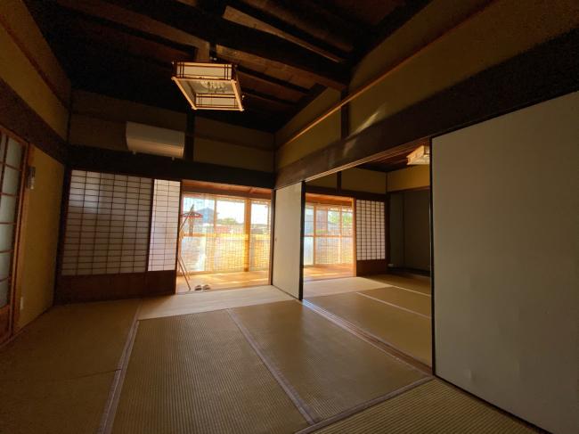 明治44年築の茅葺き屋根の贅沢な平屋です。_f0115152_15033680.jpg