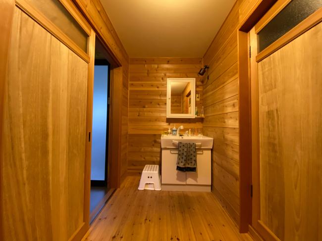 明治44年築の茅葺き屋根の贅沢な平屋です。_f0115152_15050936.jpg