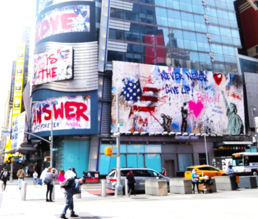 コロナ禍のニューヨークならではの情熱的な巨大アート看板 by Mr. Brainwash_b0007805_05235895.jpg
