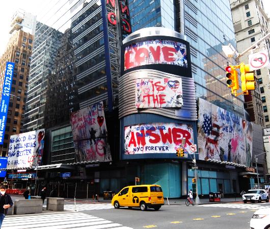 コロナ禍のニューヨークならではの情熱的な巨大アート看板 by Mr. Brainwash_b0007805_06070211.jpg