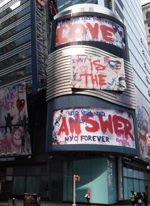 コロナ禍のニューヨークならではの情熱的な巨大アート看板 by Mr. Brainwash_b0007805_06112467.jpg