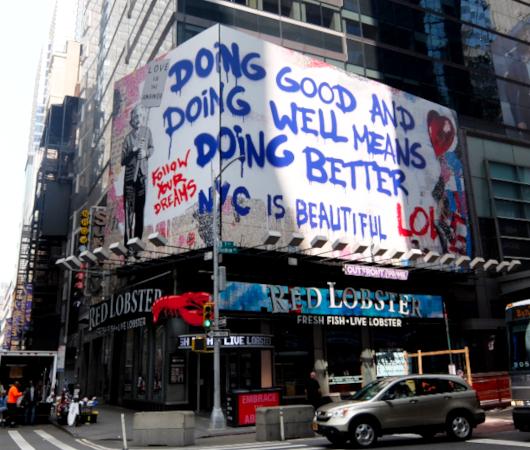 コロナ禍のニューヨークならではの情熱的な巨大アート看板 by Mr. Brainwash_b0007805_06174988.jpg