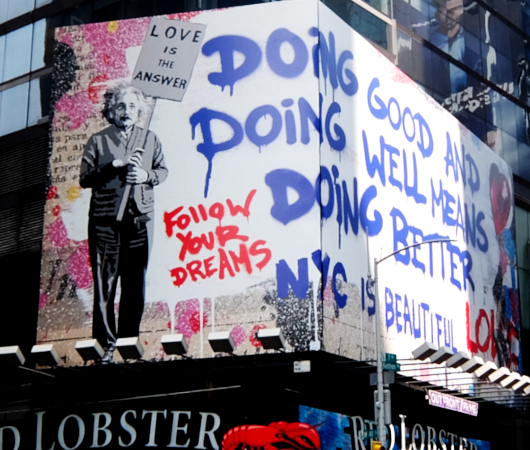 コロナ禍のニューヨークならではの情熱的な巨大アート看板 by Mr. Brainwash_b0007805_06211492.jpg