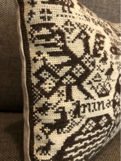 ヴィンテージ刺繍クッション(DENMARK)_c0139773_15403769.jpg