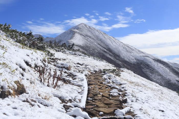 爺ヶ岳 201018 初雪_e0338862_15322880.jpg
