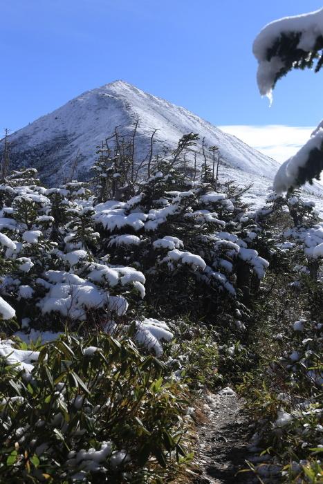 爺ヶ岳 201018 初雪_e0338862_15332770.jpg
