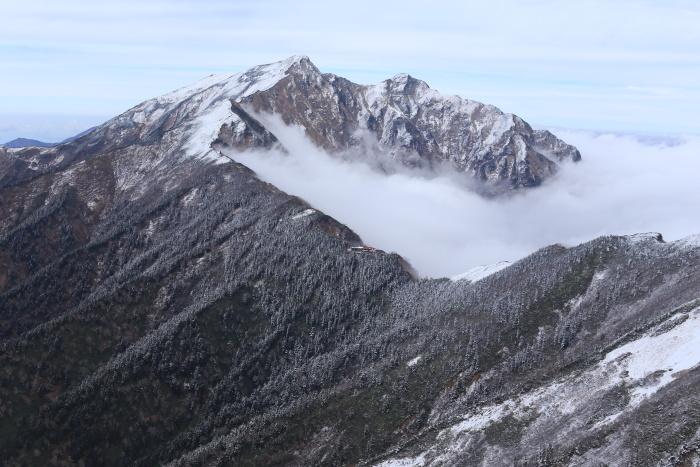 爺ヶ岳 201018 初雪_e0338862_15374904.jpg