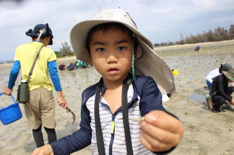 ネコクラブABC合同-06◆秋の干潟で収穫まつり(10/17)沖縄随一の干潟、泡瀬干潟で丸一日潮干狩りにチャレンジ。貝もカニもいっぱいで、お腹いっぱいになりました!_d0363878_00111326.jpeg
