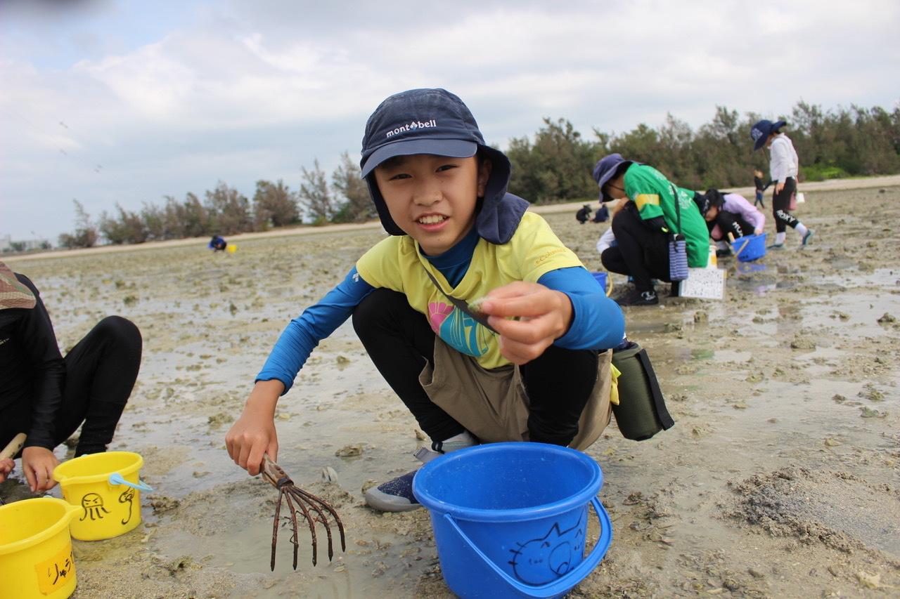 ネコクラブABC合同-06◆秋の干潟で収穫まつり(10/17)沖縄随一の干潟、泡瀬干潟で丸一日潮干狩りにチャレンジ。貝もカニもいっぱいで、お腹いっぱいになりました!_d0363878_00111928.jpeg