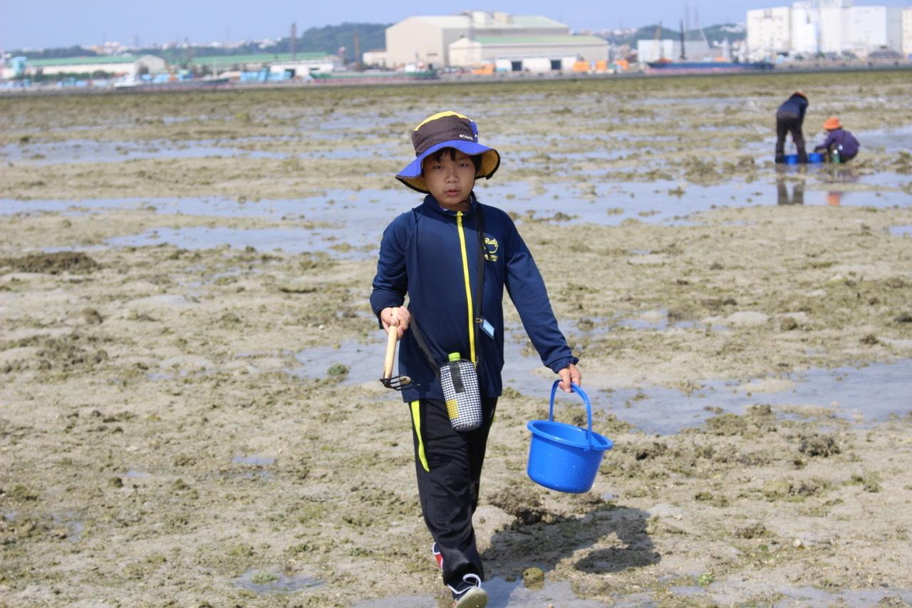 ネコクラブABC合同-06◆秋の干潟で収穫まつり(10/17)沖縄随一の干潟、泡瀬干潟で丸一日潮干狩りにチャレンジ。貝もカニもいっぱいで、お腹いっぱいになりました!_d0363878_00130594.jpeg