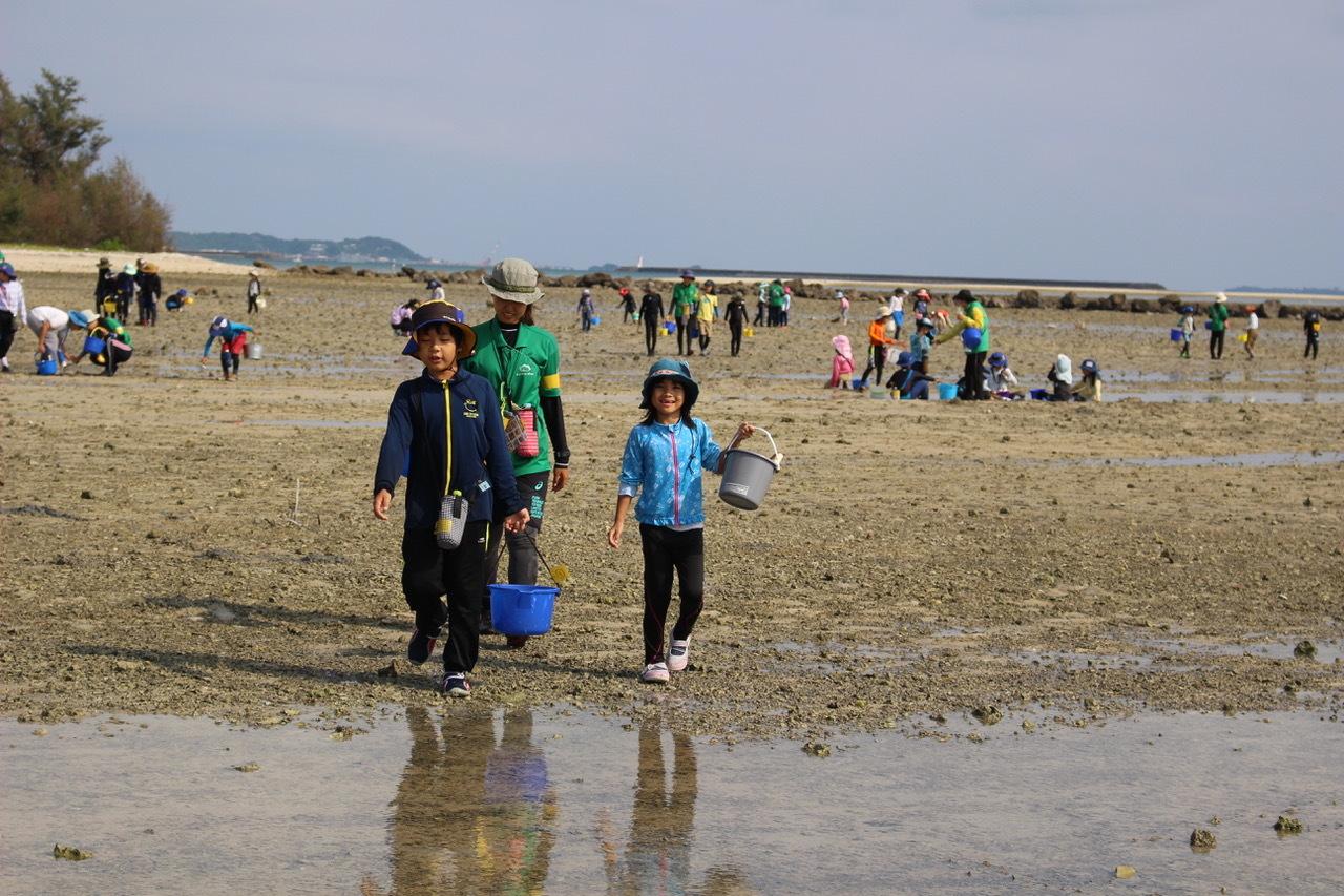 ネコクラブABC合同-06◆秋の干潟で収穫まつり(10/17)沖縄随一の干潟、泡瀬干潟で丸一日潮干狩りにチャレンジ。貝もカニもいっぱいで、お腹いっぱいになりました!_d0363878_00142846.jpeg
