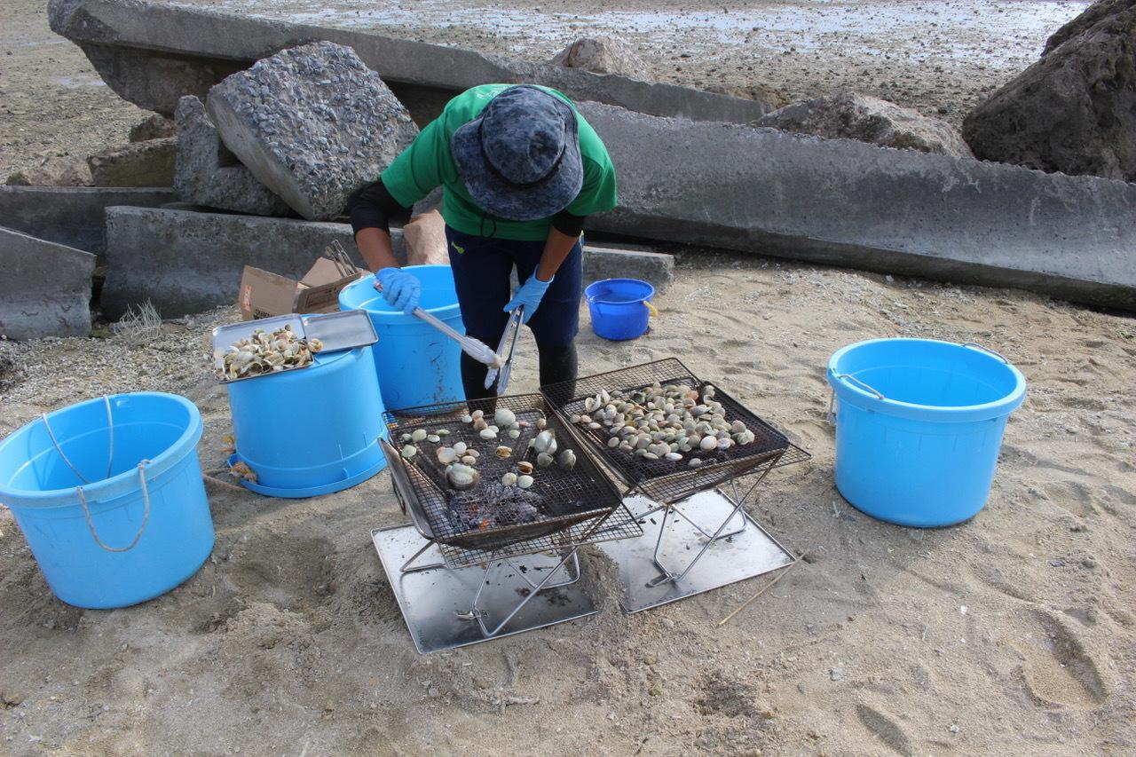 ネコクラブABC合同-06◆秋の干潟で収穫まつり(10/17)沖縄随一の干潟、泡瀬干潟で丸一日潮干狩りにチャレンジ。貝もカニもいっぱいで、お腹いっぱいになりました!_d0363878_00144500.jpeg