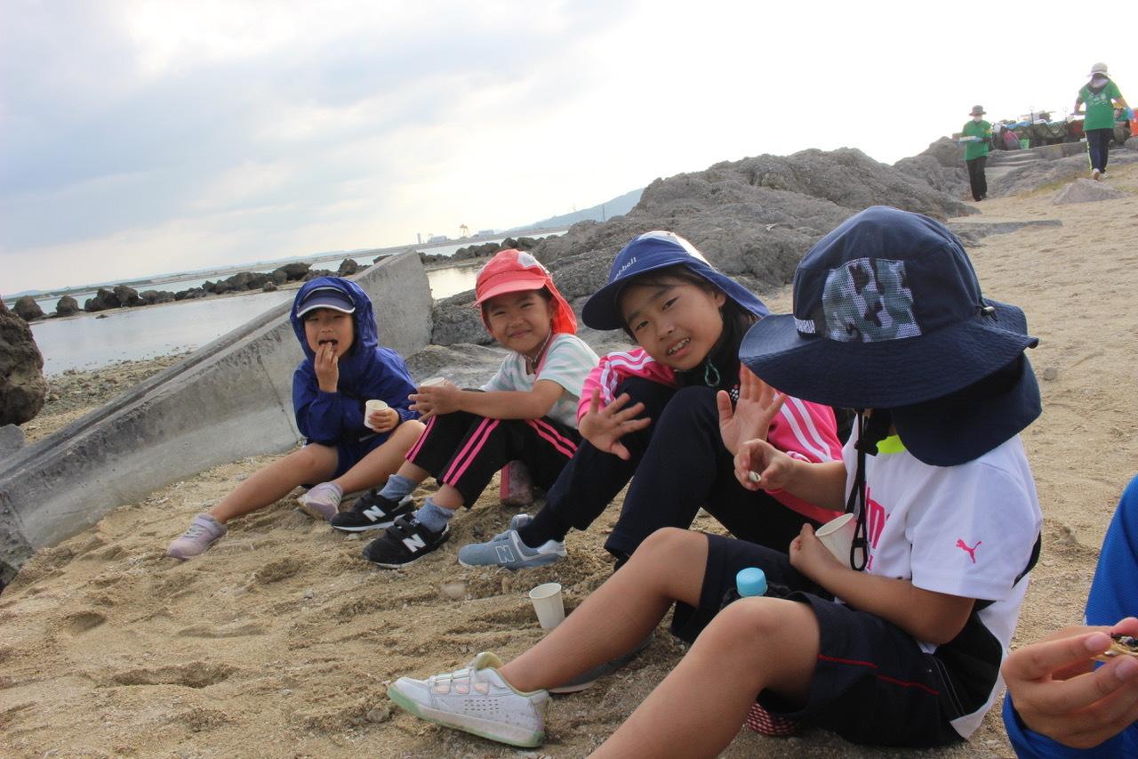 ネコクラブABC合同-06◆秋の干潟で収穫まつり(10/17)沖縄随一の干潟、泡瀬干潟で丸一日潮干狩りにチャレンジ。貝もカニもいっぱいで、お腹いっぱいになりました!_d0363878_00145993.jpeg