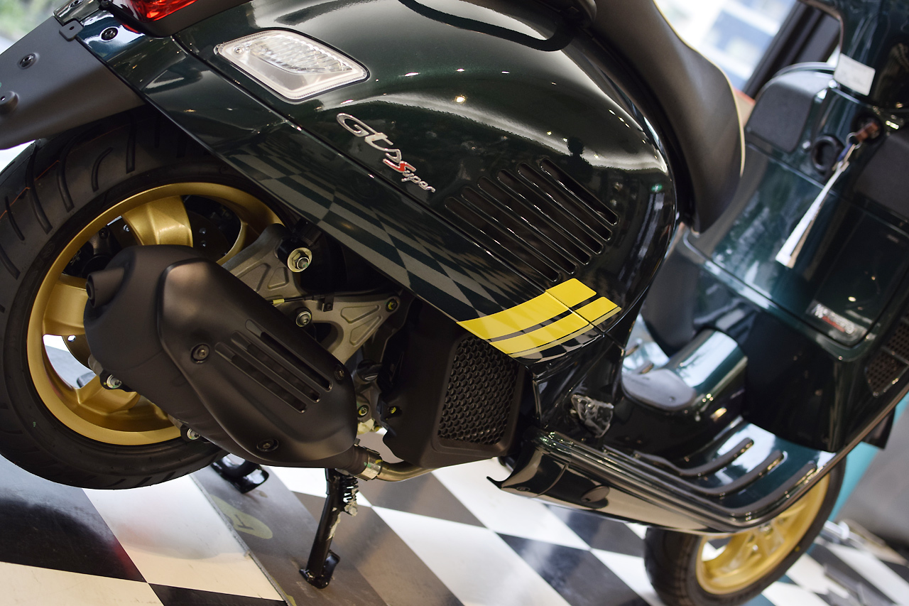 Vespa GTS Super 150 Racing Sixties (レーシングシックスティーズ)_d0099181_13050531.jpg