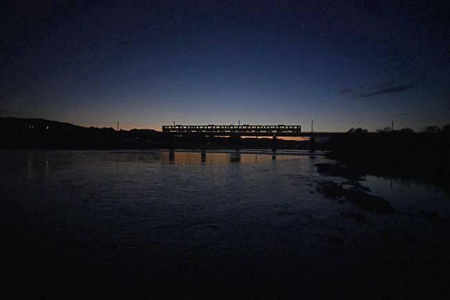 八高線・多摩川鉄橋の夕暮れ_f0173596_20131970.jpg
