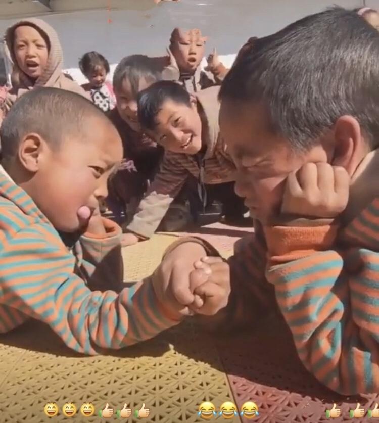 チベットのとある小学校での行事…😄_c0162404_09584614.jpg