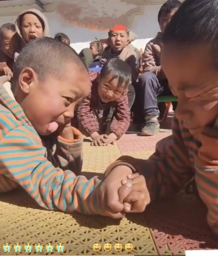 チベットのとある小学校での行事…😄_c0162404_09584852.jpg