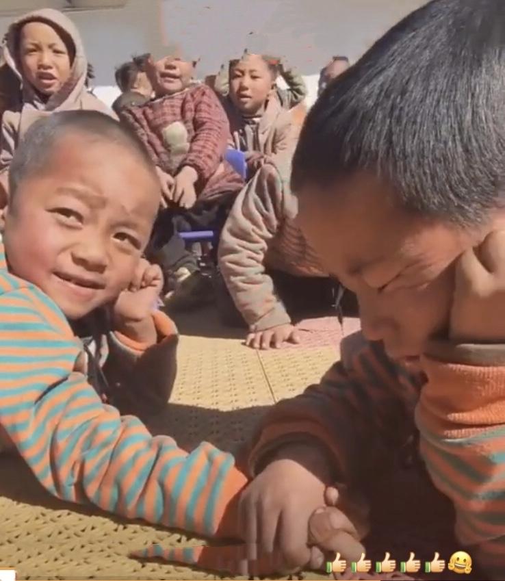 チベットのとある小学校での行事…😄_c0162404_09585505.jpg