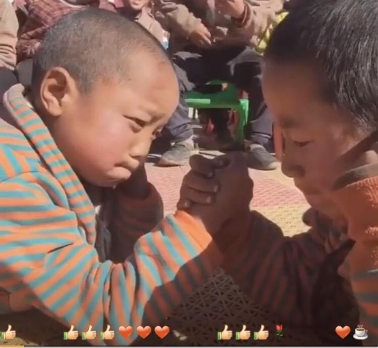 チベットのとある小学校での行事…😄_c0162404_10211355.jpg