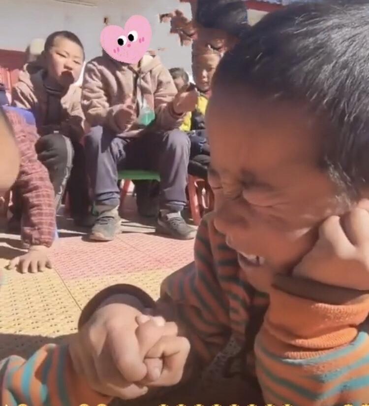 チベットのとある小学校での行事…😄_c0162404_10213227.jpg
