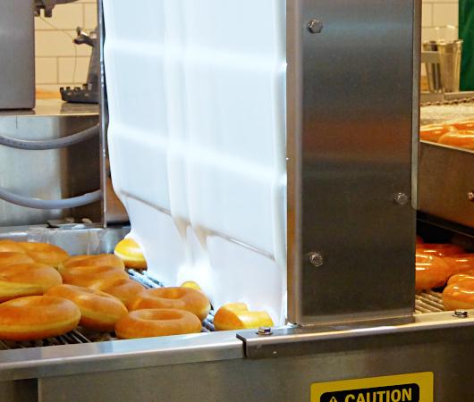 これがクリスピー・クリームの『ドーナツ・シアター体験』(doughnut theater experience)です_b0007805_05374426.jpg