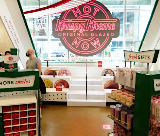 これがクリスピー・クリームの『ドーナツ・シアター体験』(doughnut theater experience)です_b0007805_06443419.jpg