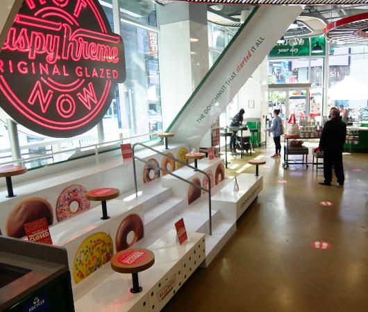 これがクリスピー・クリームの『ドーナツ・シアター体験』(doughnut theater experience)です_b0007805_06454569.jpg
