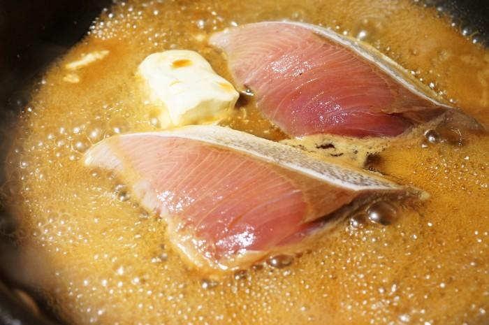 ■晩ご飯のおかず【簡単6分!!ブリの照り焼き 麺つゆバターでコッテリ~♪】_b0033423_22343985.jpg