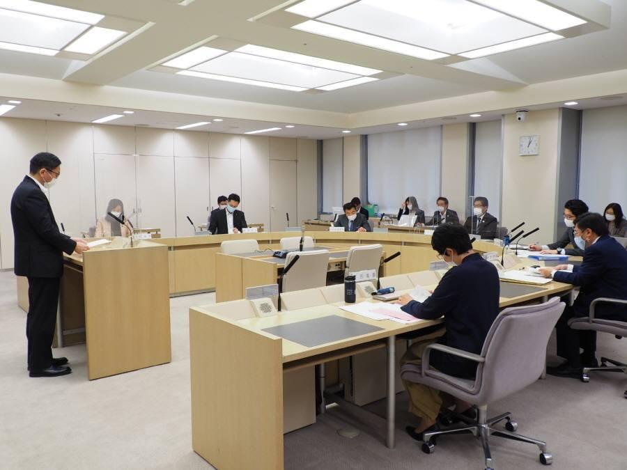 各会計決算特別委員会第1分科会質疑1日目_f0059673_22393937.jpg