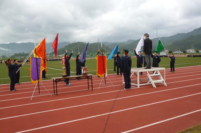 体育祭で初めて全校生徒がそろいました_e0359282_16133012.jpg